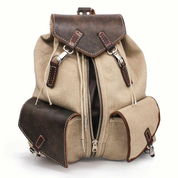 Handgefertigter Rucksack aus altem Leder und Leinen