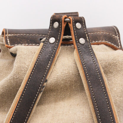 Backpack with saddle seams